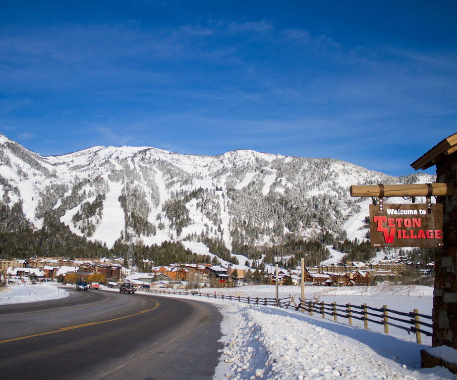 Jackson Hole Mountain Resort - Come Enjoy Working and Skiing